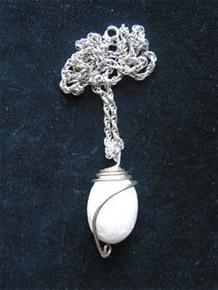 természetes kő ezüst foglalatban